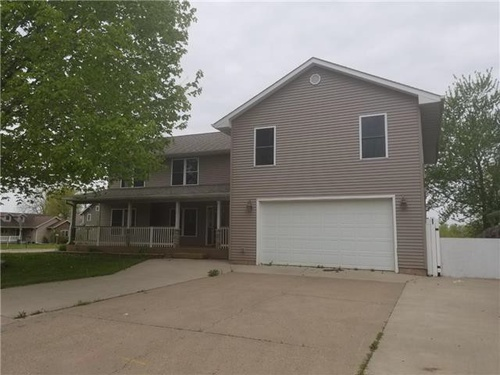 Photograph of 109 S Sunset Dr, Pleasantville, IA 50225