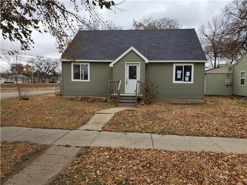 Photograph of 524 8th St NW, Minot, ND 58703