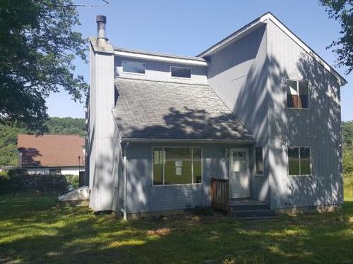 Photograph of 1043 Lancaster Dr, Bushkill, PA 18324