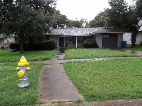 Photograph of 1014 E Fannin St, Beeville, TX 78102