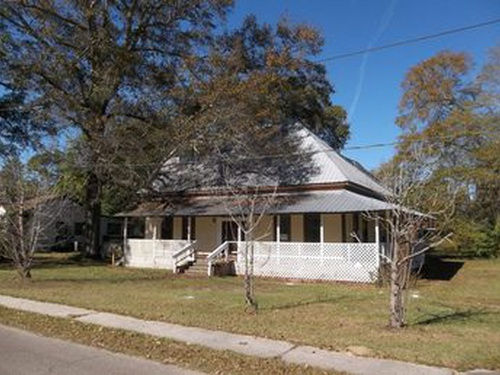 Photograph of 104 First Street E, New Augusta, MS 39462