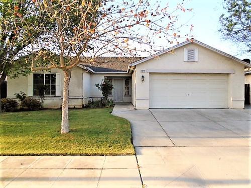 Photograph of 5593 W Floradora Ave, Fresno, CA 93722