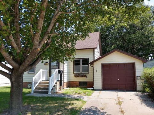 Photograph of 812 Lincoln St, Holdrege, NE 68949