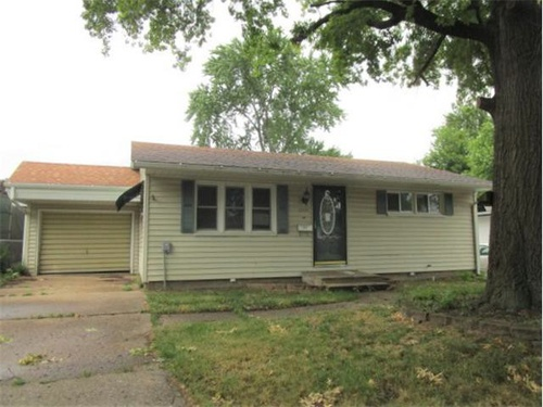 Photograph of 1001 Charles St, Pekin, IL 61554