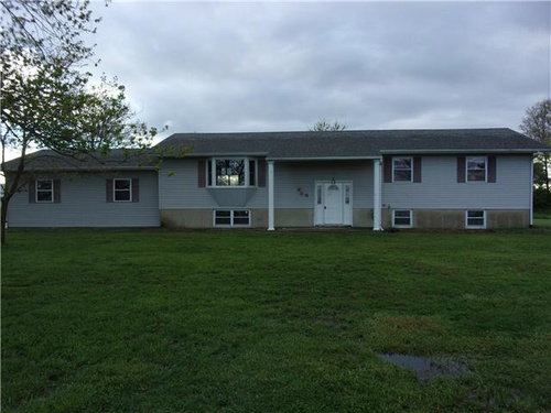 Photograph of 806 S 2nd St, Irvington, IL 62848
