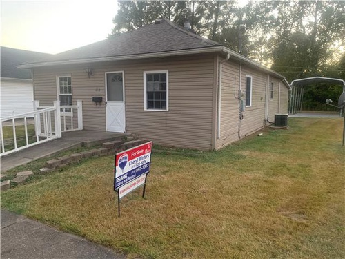 Photograph of 612 South Russell St, West Frankfort, IL 62896
