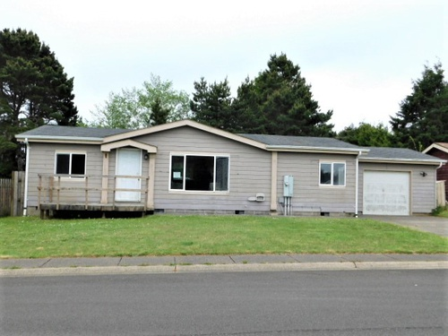 Photograph of 445 Double Eagle Dr, Waldport, OR 97394