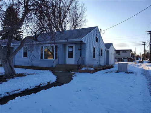 Photograph of 869 Park Ave, Dickinson, ND 58601