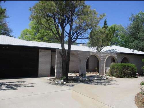 Photograph of 1004 Debremond Dr, Roswell, NM 88201