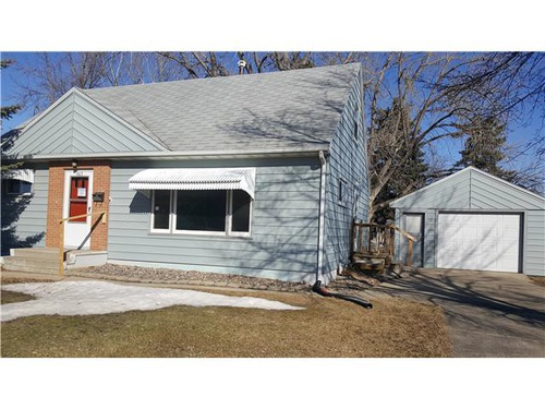 Photograph of 1613 7th St SW, Minot, ND 58701