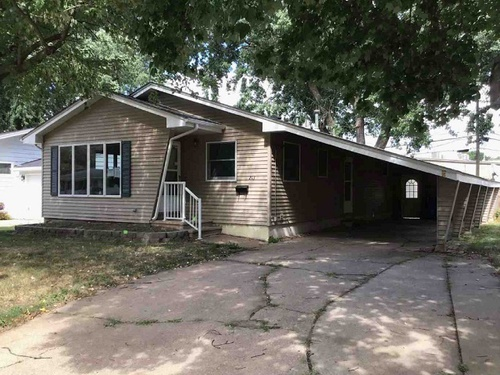 Photograph of 213 Wesley Dr NW, Cedar Rapids, IA 52405