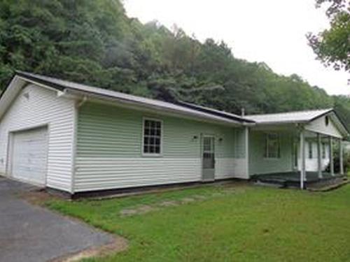 Photograph of 5609 Hode Rd, Warfield, KY 41267