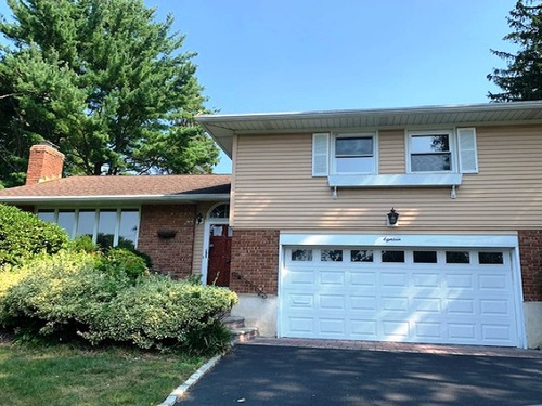Photograph of 18 Fox Ridge Ln, Locust Valley, NY 11560