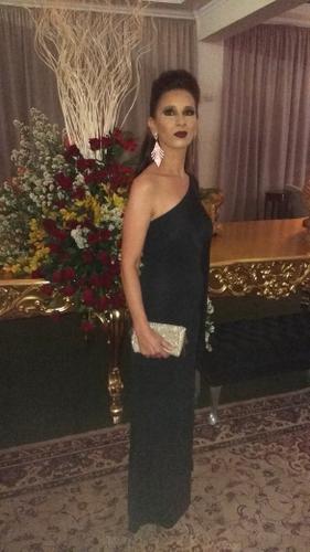 Prezados(as) boa noite, Procurei pela Internet, à fim de alugar um vestido para ir ao 33ª Baile da Semana Maçônica aqui na cidade de Uberaba/MG. Verifiquei que o site da loja dispõe de vestidos, lindos, chiques, modernos e exuberantes.   Me apaixonei pela simplicidade e exuberância do vestido da IODICE - VESTIDO CHOU. Através do Chat OnLine a Raphaela prontamente me auxiliou na escolha do vestido e da bolsa.  Quero agradecer toda atenção, dedicação e cuidado de toda a equipe da Dress & Go.  Vocês conseguem encantar e surpreender seus clientes com tanto carinho na entrega dos produtos.  Tudo embalado com muito zelo, carinho, o cheiro agradável... Realmente impecável.  Obrigada por tudo, o vestido ficou lindo...maravilhoso!!! Espero que a loja tenha muito sucesso e muitas bençãos. Agradeço-lhes por tudo. Regina Faria