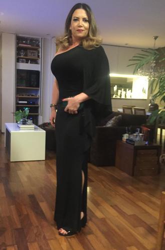Adorei meu vestido! Já alugo com vcs desde 2003 e adoro!