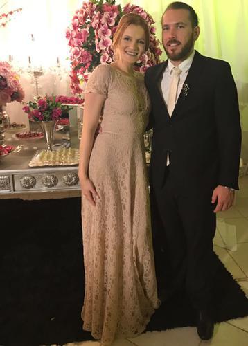 Fiquei bastante satisfeita com meu vestido e muito feliz pelo excelente atendimento da Dress&Go. Obrigada meninas!