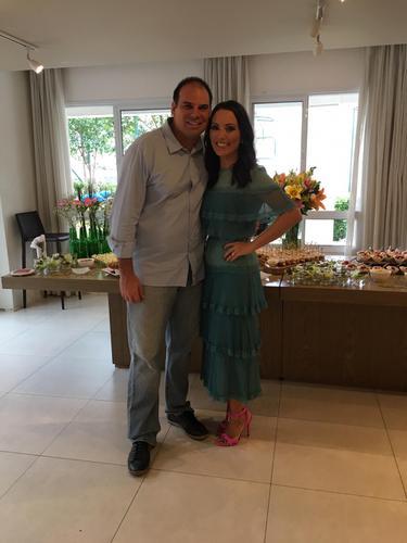 Simplesmente fui elogiada por todos da festa pelo vestido INCRÍVEL que usei para comemorar 1 ano de casada! AMEI!