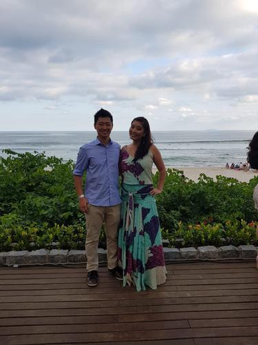 O Vestido noronha é lindo, tem um caimento perfeito, a estampa dele é maravilhosa e foi super ideal para o casamento na praia.