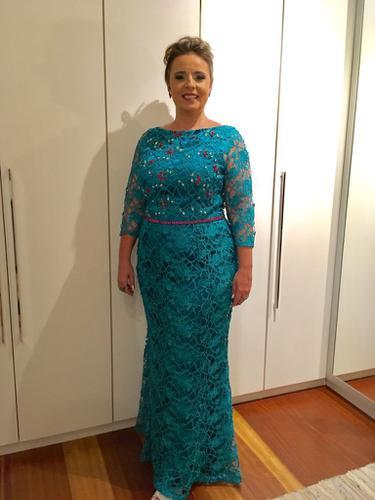 Satisfeitíssima!! Atendimento, entrega, caixa, o vestido perfumado parecendo novo!! Recomendo muito!