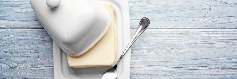 Beurre dans un beurrier