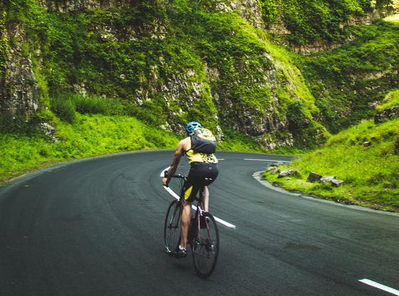 Cycliste en montagne