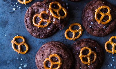 Biscuits au chocolat, bretzel et fleur de sel
