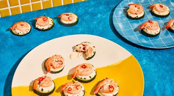 Bouchées de concombre aux crevettes et à la crème fraîche épicée