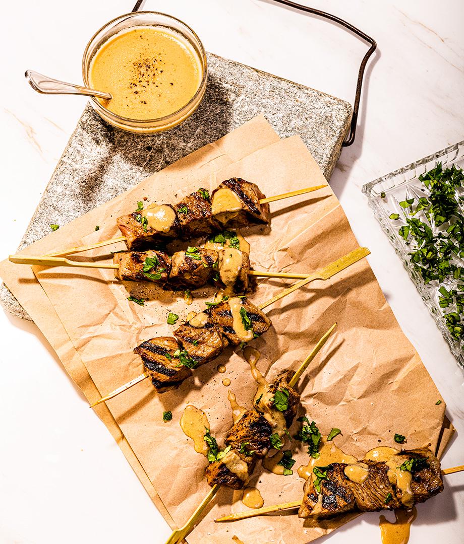 Brochettes de bœuf marinées au lait infusé au tamari