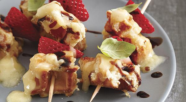 Brochettes de gaufres au caramel et fromage