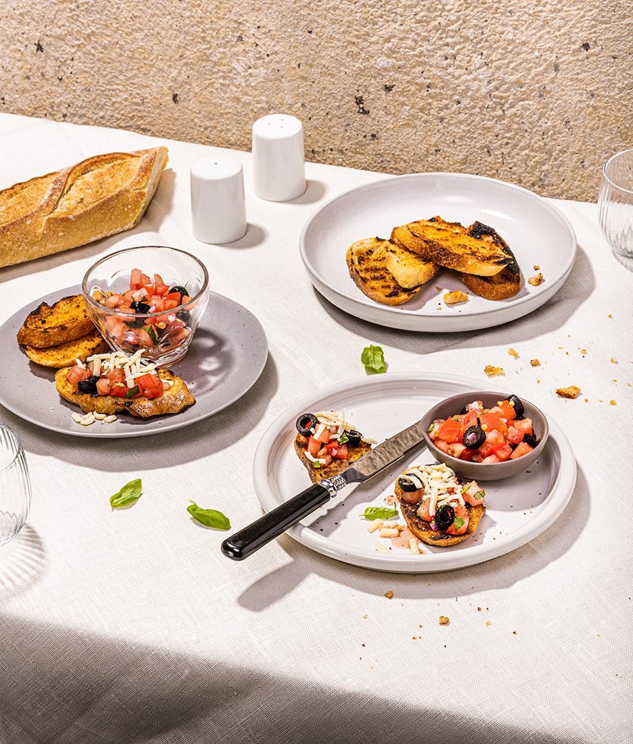 Bruschettas aux tomates séchées, olives et fromage
