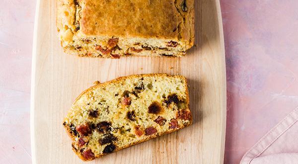 Cake salé aux dattes et chorizo