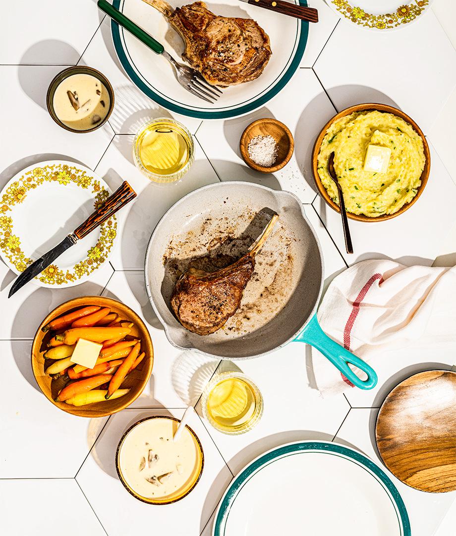 Côtes de veau, sauce aux poireaux et champignons