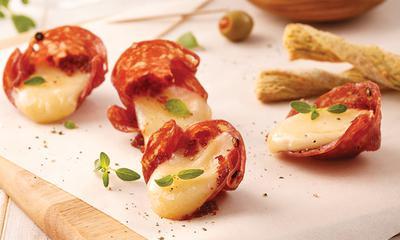 Coupelles de salami au fromage et pesto