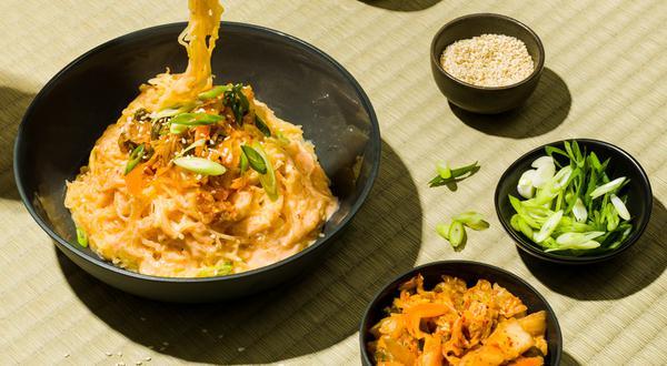 Courge spaghetti façon ramen crémeux au kimchi
