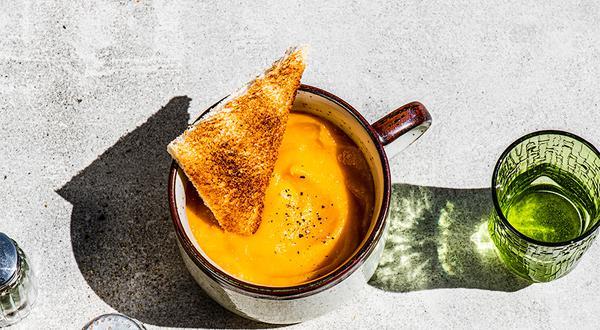 Crème de rutabaga et carottes à l'érable