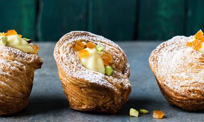 Croffins à l'orange, orange confite et pistache