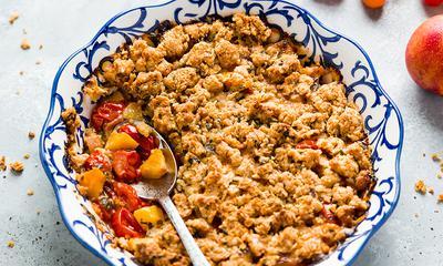Crumble sucré-salé aux tomates et nectarines