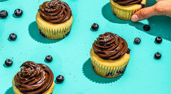 Cupcakes aux bleuets et chocolat