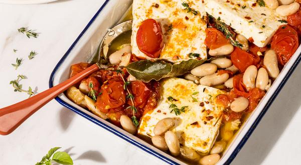 Feta mariné avec tomates confites et haricots blancs