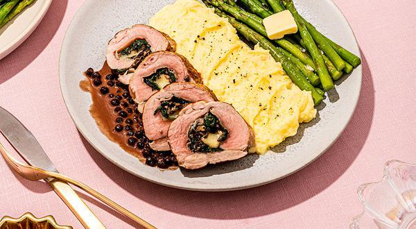 Filets de porc farcis et leur sauce aux bleuets