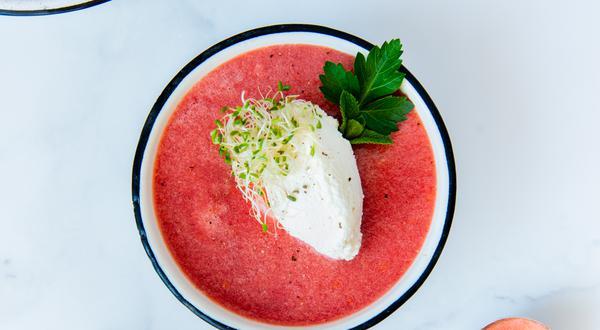 Gaspacho aux fraises avec ricotta