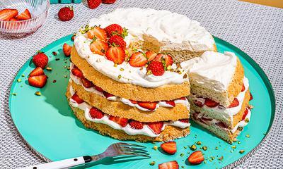 Gâteau des anges aux pistaches et aux fraises
