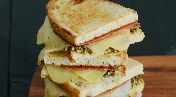 Grilled cheese prosciutto et champignons