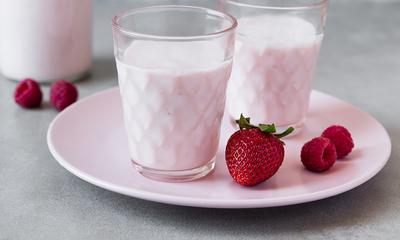 Kéfir de lait aux fruits rouges maison