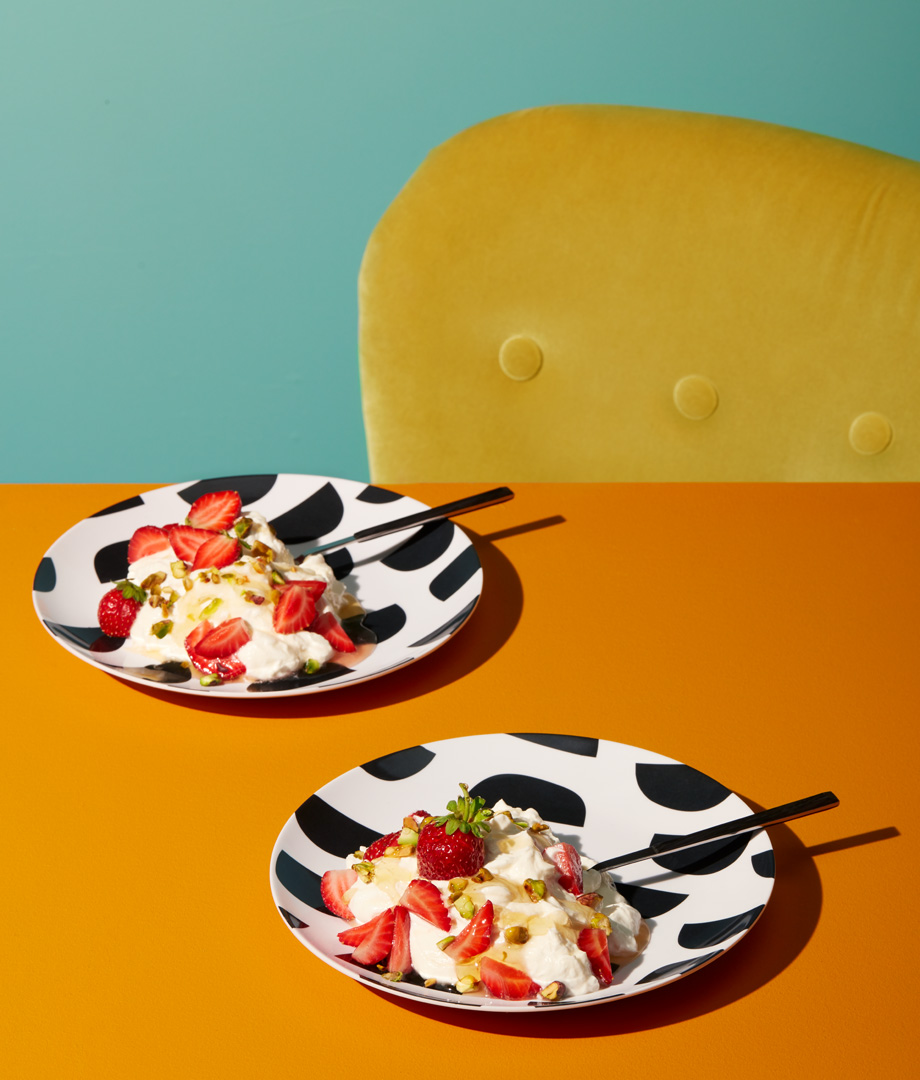 Dessert onctueux au fromage labneh, à l'eau de rose et aux fraises