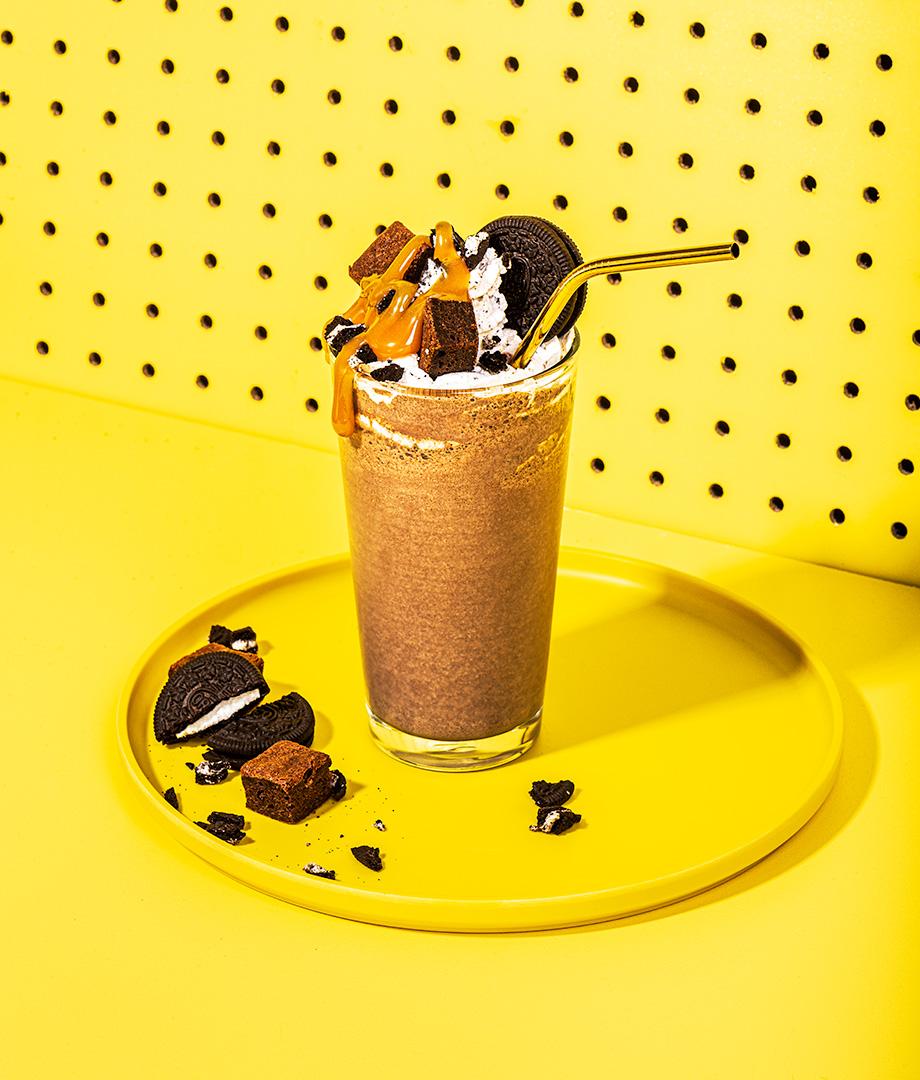 Lait frappé au chocolat et crème fouettée chocolatée