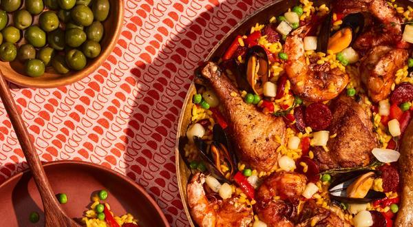 Paella aux fruits de mer, chorizo et fromage