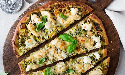 Pizza au pesto et artichauts
