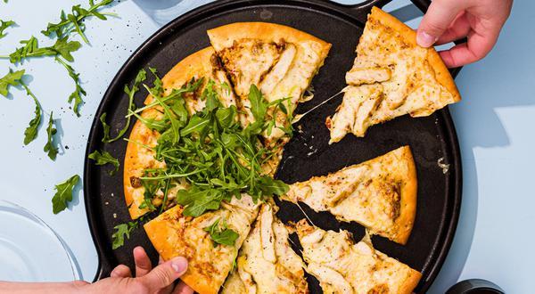 Pizza au poulet grillé et tomates séchées