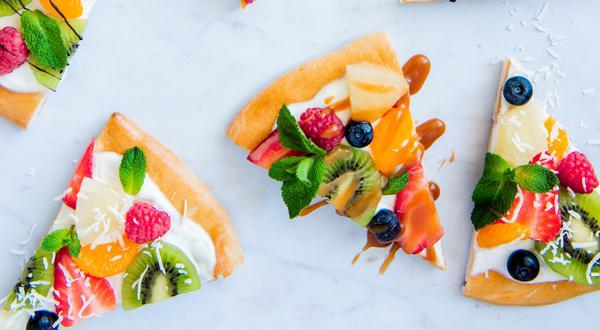 Pizza aux fruits frais